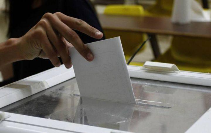 لجنة الانتخابات تتسلم قرار انتخابات عدد من المجالس المحلية