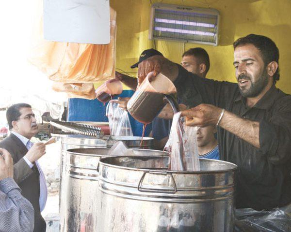 """التمر الهندي والخروب """"ملكا"""" موائد رمضان ومصدر رزق للكثيرن"""