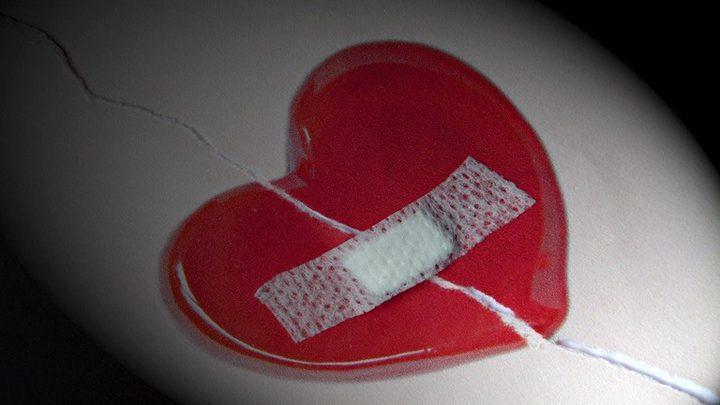 علماء يبتكرون صمغا يسرع في التئام الجروح الداخلية