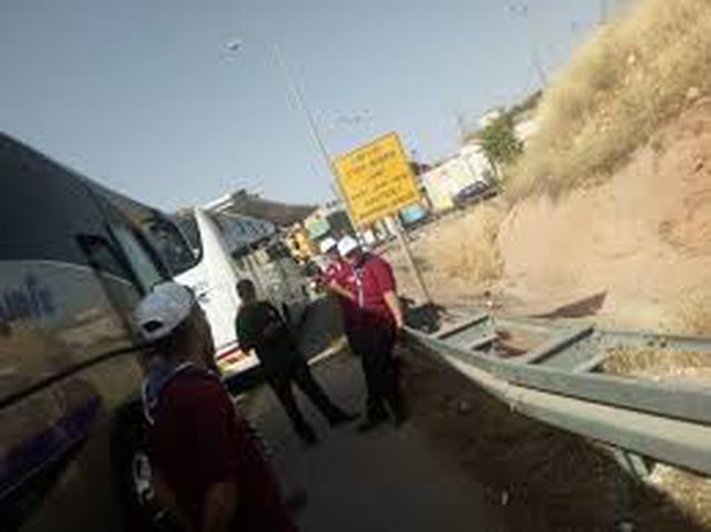 الاحتلال يحتجز حافلات مجموعة كشفية مقدسية
