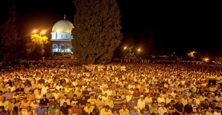 """آلاف المواطنين يؤدون الصلوات برحاب """"الأقصى"""""""