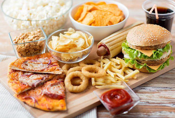 الوجبات السريعة مثل البيتزا تجعلك تأكل أكثر من اللازم
