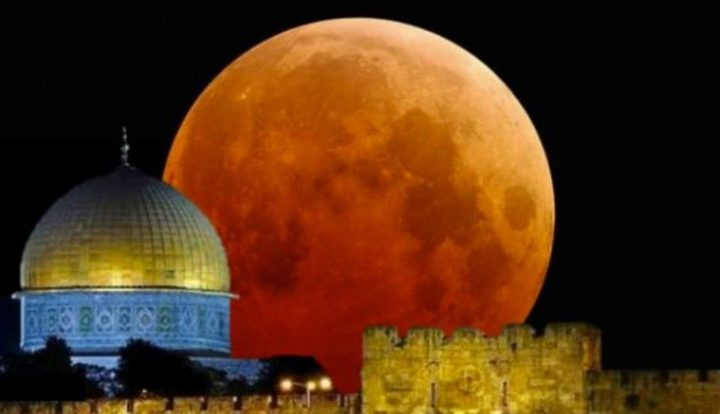 قمر رمضان يكتمل بدراً الليلة في سماء فلسطين