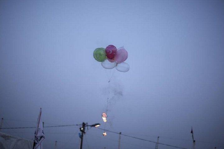 موقع عبري يزعم :سقوط بالونات ناسفة في قاعدة عسكرية اسرائيلية