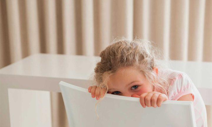 10 نصائح تساعد الطفل على التلغلب على خجله