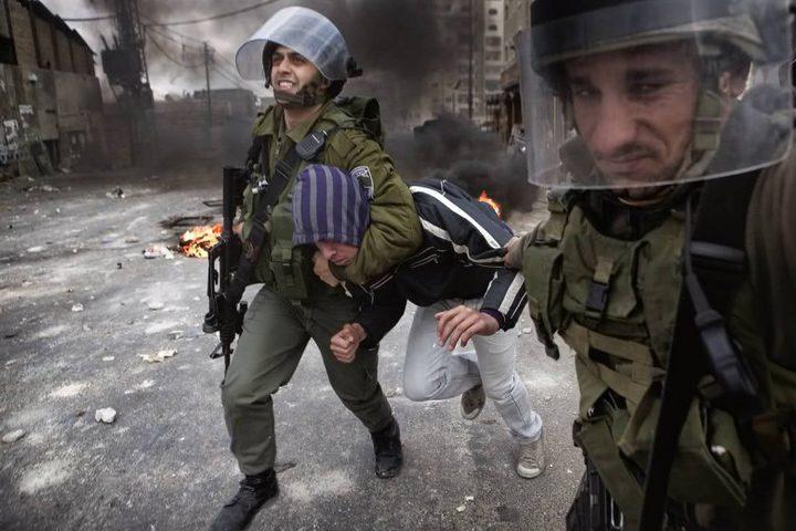 الاحتلال يقتحم كفر عقب ويعتقل شابا