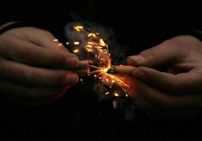 """""""الألعاب النارية"""" تفسد روحانية """"ليل رمضان"""" وتهدد السلم الأهلي"""