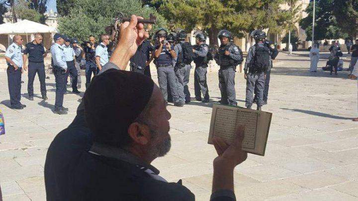 المفتي العام يدين ملاحقة المصلين داخل الاقصى