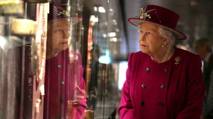 ملكة انجلترا تبحث عن مدير لمواقعها الاجتماعية بمرتب 38 ألف دولار