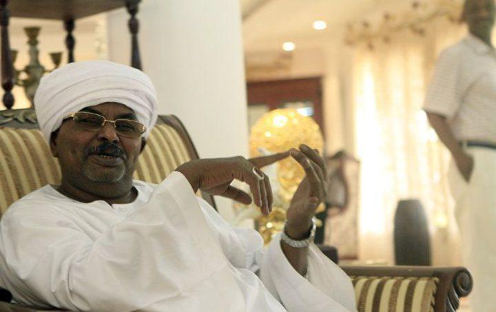 السودان :حرس قوش يمنع القبض عليه ويشهر السلاح