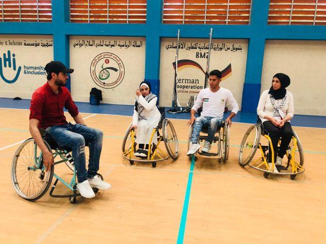 أشخاص ذوي إعاقة يصنعون الأمل على كراسيهم المتحركة