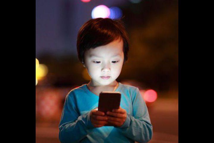 ما هي اضرار الالكترونيات على صحة طفلك ؟