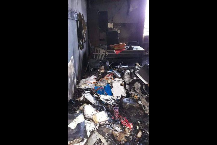 مجهولون يحرقون مكتب تسوية علار فجر اليوم والشرطة تحقق