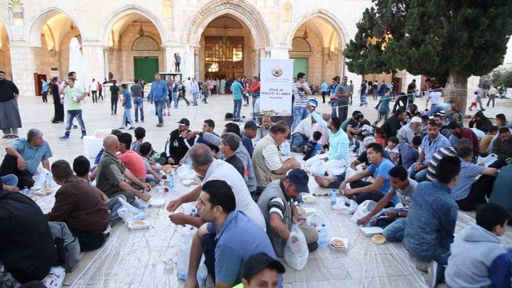 """""""الأقصى"""" يشهد افطارات جماعية وفردية عشية الجمعة الثالثة من رمضان"""