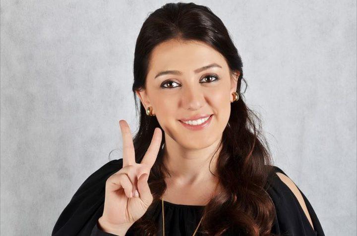 كندة علوش تعرض فستان زفافها للبيع لأسباب إنسانية