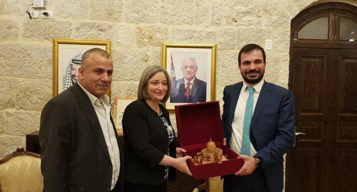 بحث تعزيز التعاون بين فلسطين وتركيا في المجال السياحي