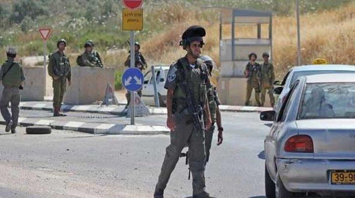 قوات الاحتلال تنصب حاجزا عسكريا غرب جنين