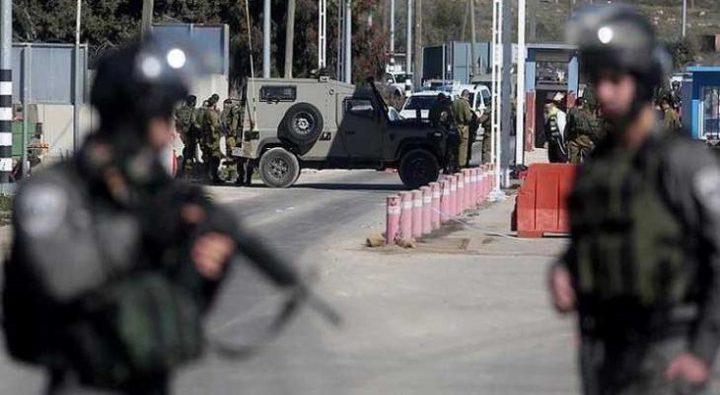 قوات الاحتلال تنصب حاجزاً عسكريا غرب جنين
