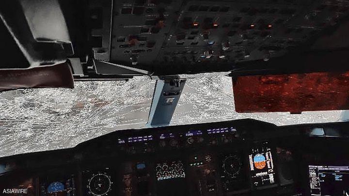 لحظات رعب على طائرة إيرباص بعد تحطم زجاج قمرة القيادة