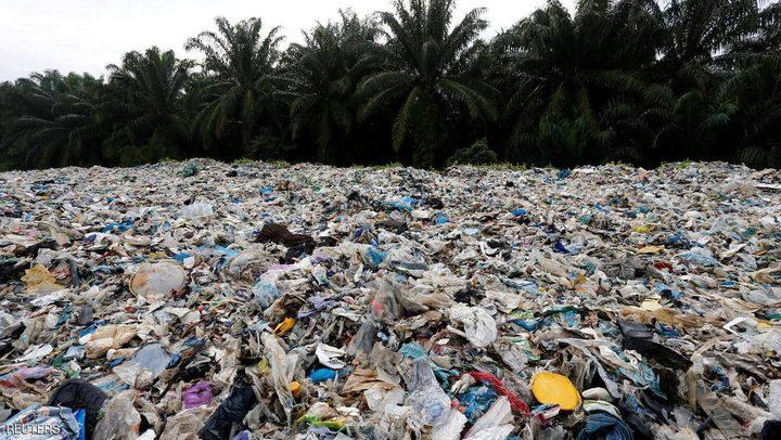 """ماليزيا تعيد 3 آلاف طن من """"نفايات البلاستيك"""""""