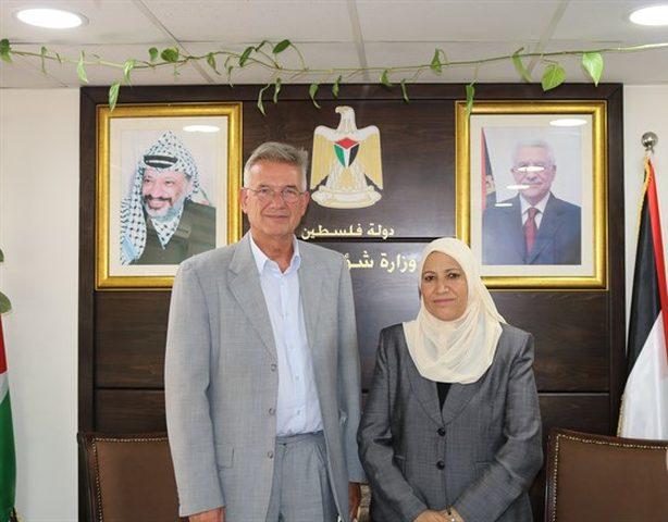 الوزيرة حمد تبحث تعزيز التعاون مع ممثل ألمانيا لدى فلسطين