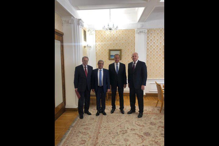 لافروف يستقبل سفير فلسطين لدى روسيا عبد الحفيظ نوفل
