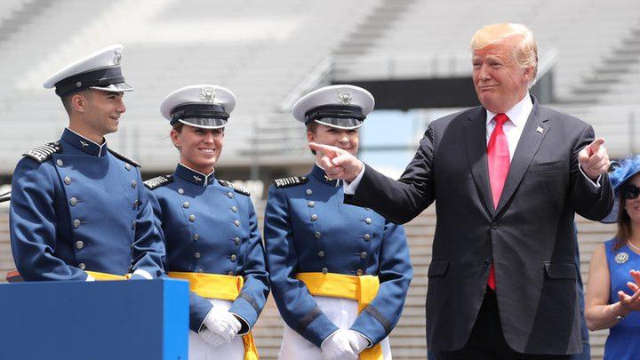 ترامب يهدد المكسيك بالرسوم الجمركية