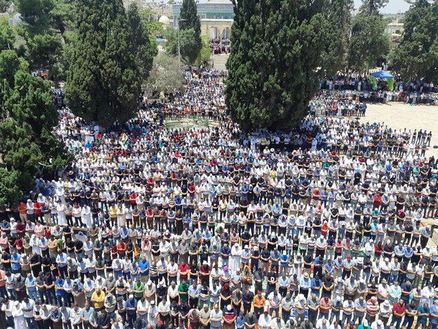 ربع مليون مصل يؤدون الجمعة الأخيرة من رمضان في المسجد الأقصى