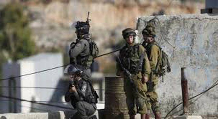 الاحتلال يعتقل شابا على حاجز قلنديا أثناء توجهه للصلاة بالاقصى