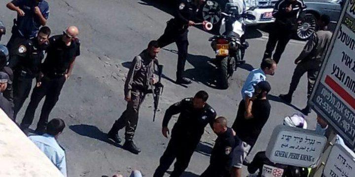 الاحتلال يعتقل شابا بعد إطلاق النار عليه في القدس