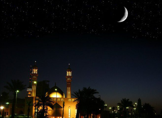 السعودية تدعو إلى تحري هلال عيد الفطر مساء الإثنين