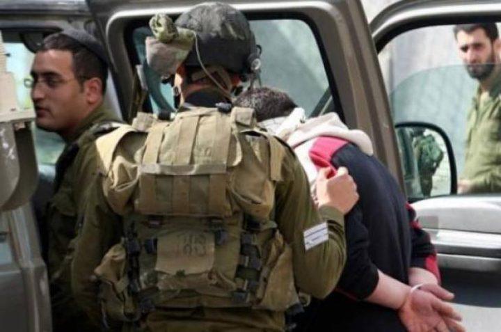 الاحتلال يعتقل شابا قرب الخليل