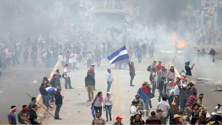 """محتجون يحرقون السفارة الأمريكية """"بهندوراس"""""""