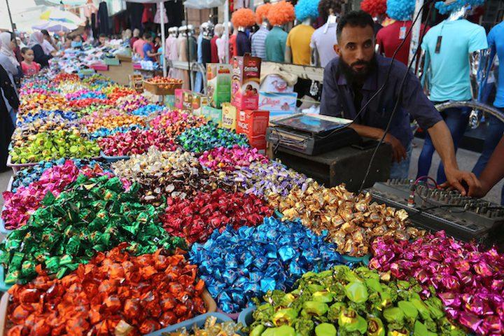 أسواق غزة تتزين بالشوكولاته والحلقوم ابتهاجاً بقدوم العيد