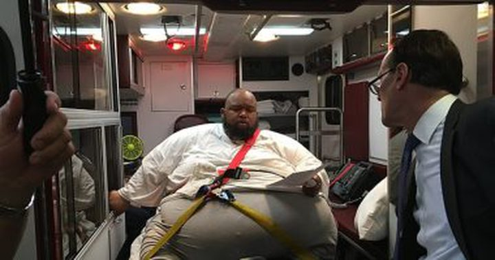 محاكمة تاجر مخدرات أمريكي في سيارة إسعاف بسبب وزنه الزائد!