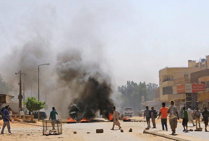 السودان: قتلى وجرحى في محاولة فض اعتصام الخرطوم