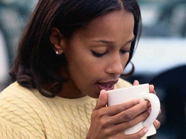 دراسة تحذر: الافراط في شرب القهوة يزيد خطر الاصابة بأمراض القلب!