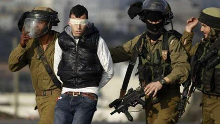 الاحتلال يعتقل 10 مواطنين من الضفة ويحولهم للتحقيق