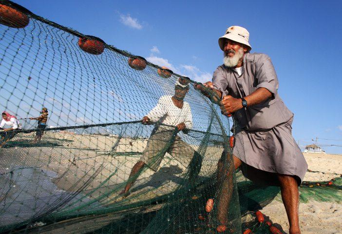 الاحتلال يوسع مسافة الصيد ببحر غزة إلى 15 ميلاً