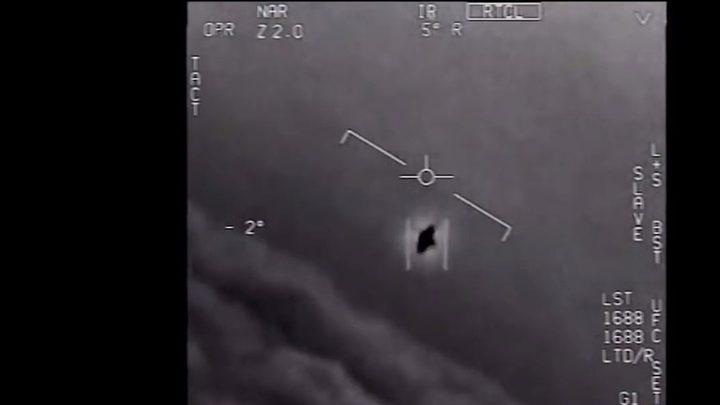 مسؤول سابق في البنتاغون يتحدث عن برنامج مراقبة الصحون الطائرة