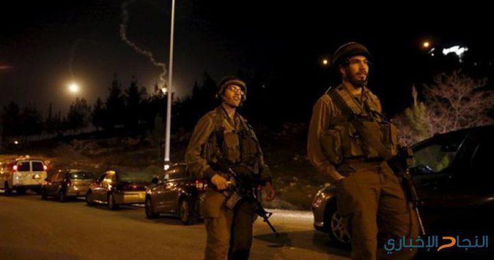 الاحتلال يطارد مركبة ويشدد من اجراءاته التعسفية شمال الخليل