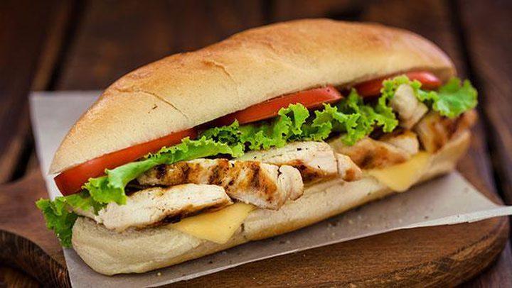 ساندوتش صدر الدجاج بالخبز الفرنسي