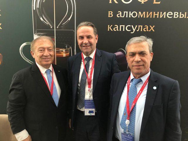 وزير الاقتصاد الفلسطيني يلتقي نائب رئيس وزراء صربيا في روسيا 
