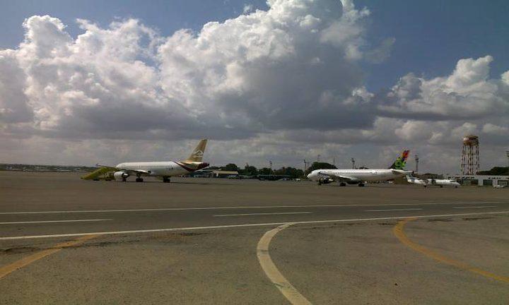 الجيش الليبي يسقط طائرة تركية أثناء هبوطها في مطار معيتيقة