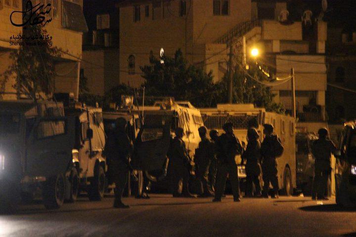 اصابة عدد من المواطنين خلال اقتحام الاحتلال بيت امر شمال الخليل