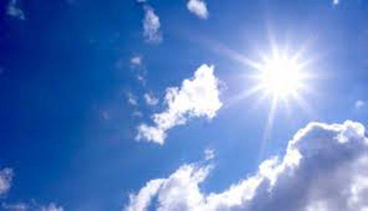 الطقس: أجواء معتدلة وصافية وانخفاض طفيف على الحرارة