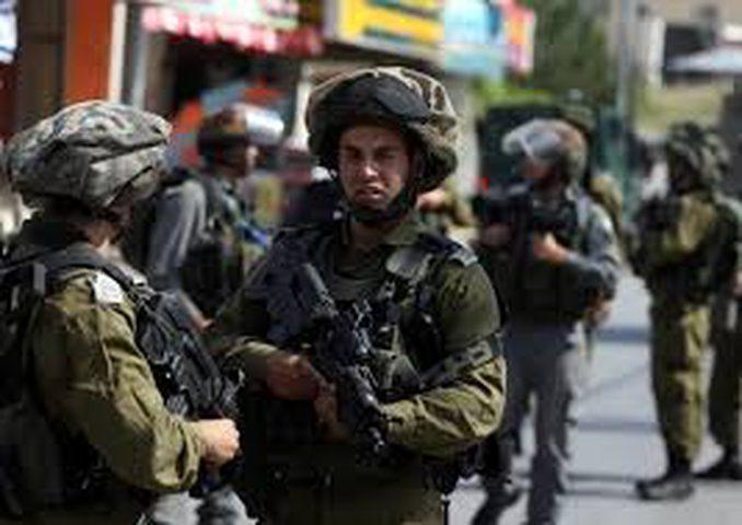 الاحتلال يعتدي على شابين بالضرب ويعتقل طفلا