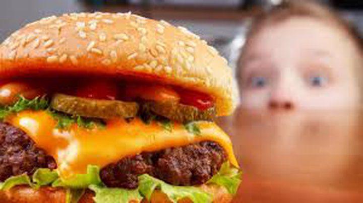 """دراسة: الوجبات السريعة سبب انتشار وباء """"حساسية الطعام"""""""