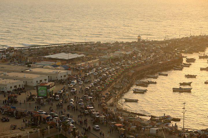 ميناء غزة ممتلئ بالمواطنين أيام العيد