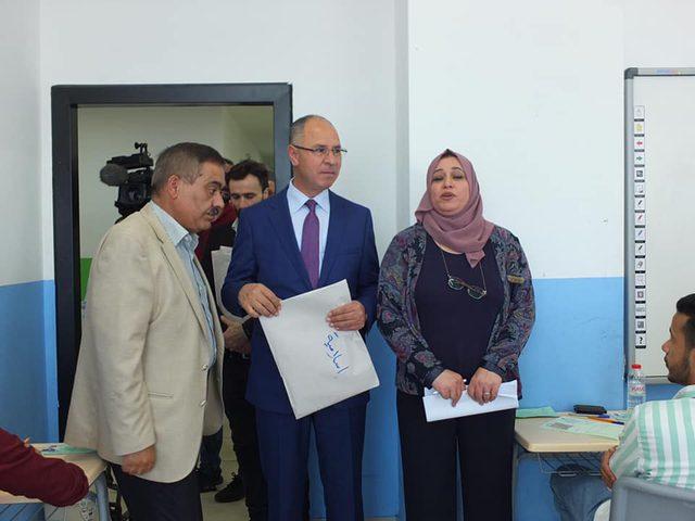 سفير فلسطين لدى تركيا يفتتح قاعات امتحانات الثانوية العامة